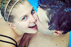 [Adult Pool Party games kissing in the pool
