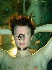 underwater breath holding contest
