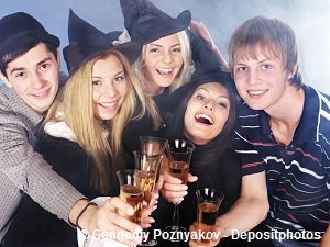A group of young girls and guys having drinks
